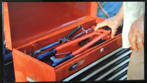 how to adjust bolt cutters